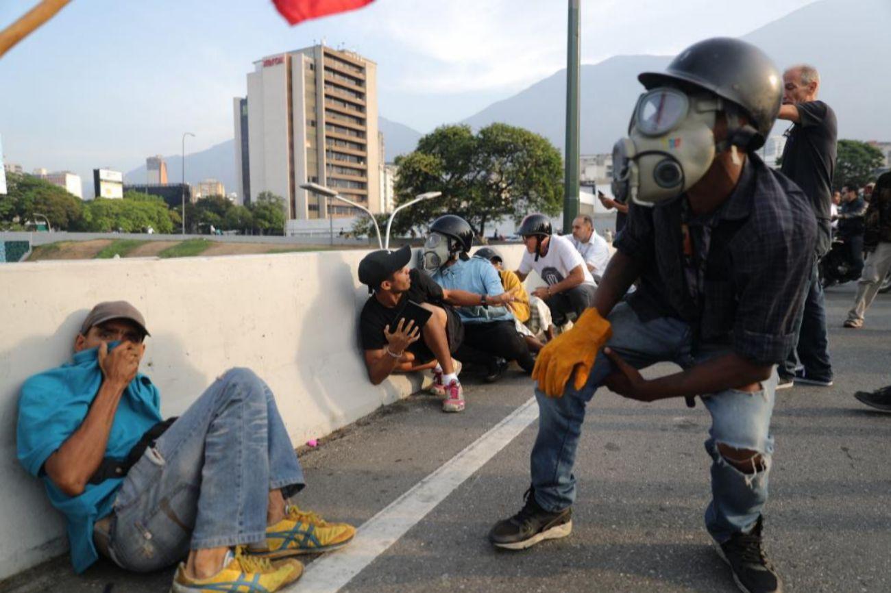 """El Gobierno venezolano culpa al Ejecutivo colombiano de estar detrás de """"de todas las conspiraciones contra la democracia venezolana"""", en clara alusión al alzamiento militar."""