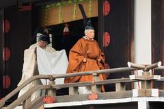 """Akihito se despide como emperador  defendiendo su era de """"paz"""""""