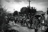 Una columna de combatientes zapatistas durante la Revolución Mexicana.