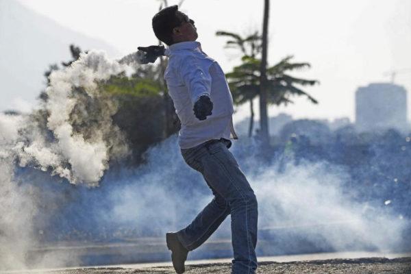 Un opositor de Venezuela durante la protesta contra Maduro.