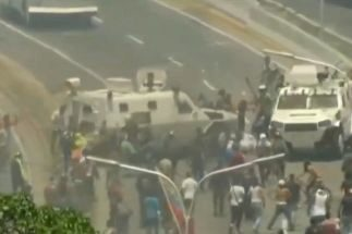 Primeros heridos de bala en Venezuela mientras una tanqueta arrolla a manifestantes