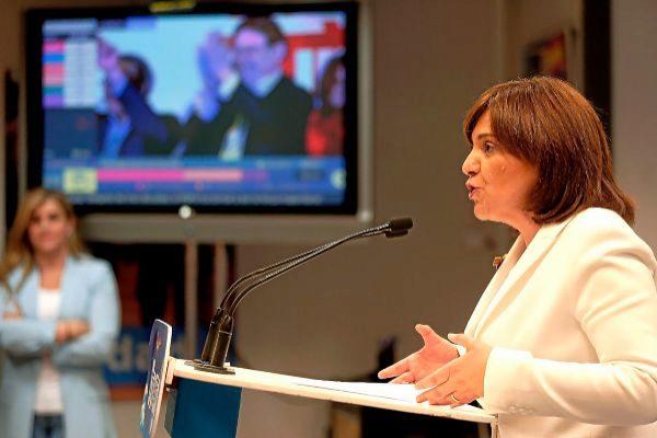 La presidenta regional del PP valenciano, Isabel Bonig, durante la noche electoral.
