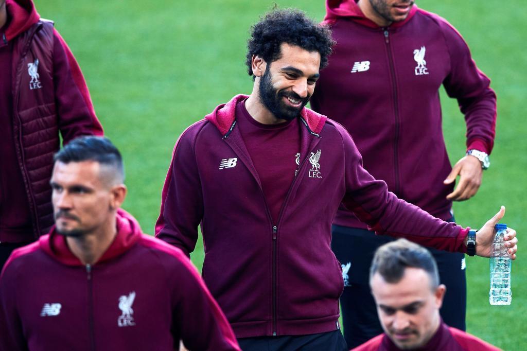 Salah, junto a sus compañeros, en el Camp Nou.