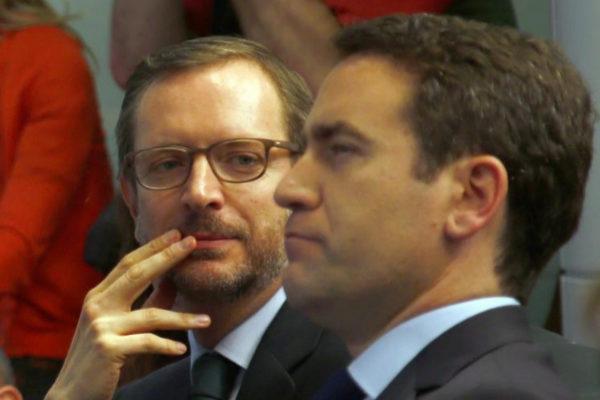 Javier Maroto (izqda.), junto a Teodoro García Egea, en la sede del...