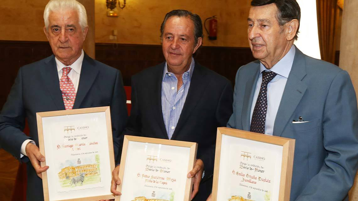 De ozquierda a derecha, El Viti, El Capea y Jumillano