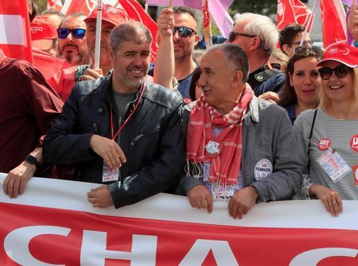 Unai Sordo y Pepe Álvarez, líderes de CCOO y UGT, en la cabecera de la manifestación del 1 de mayo convocada esta mañana en Madrid.