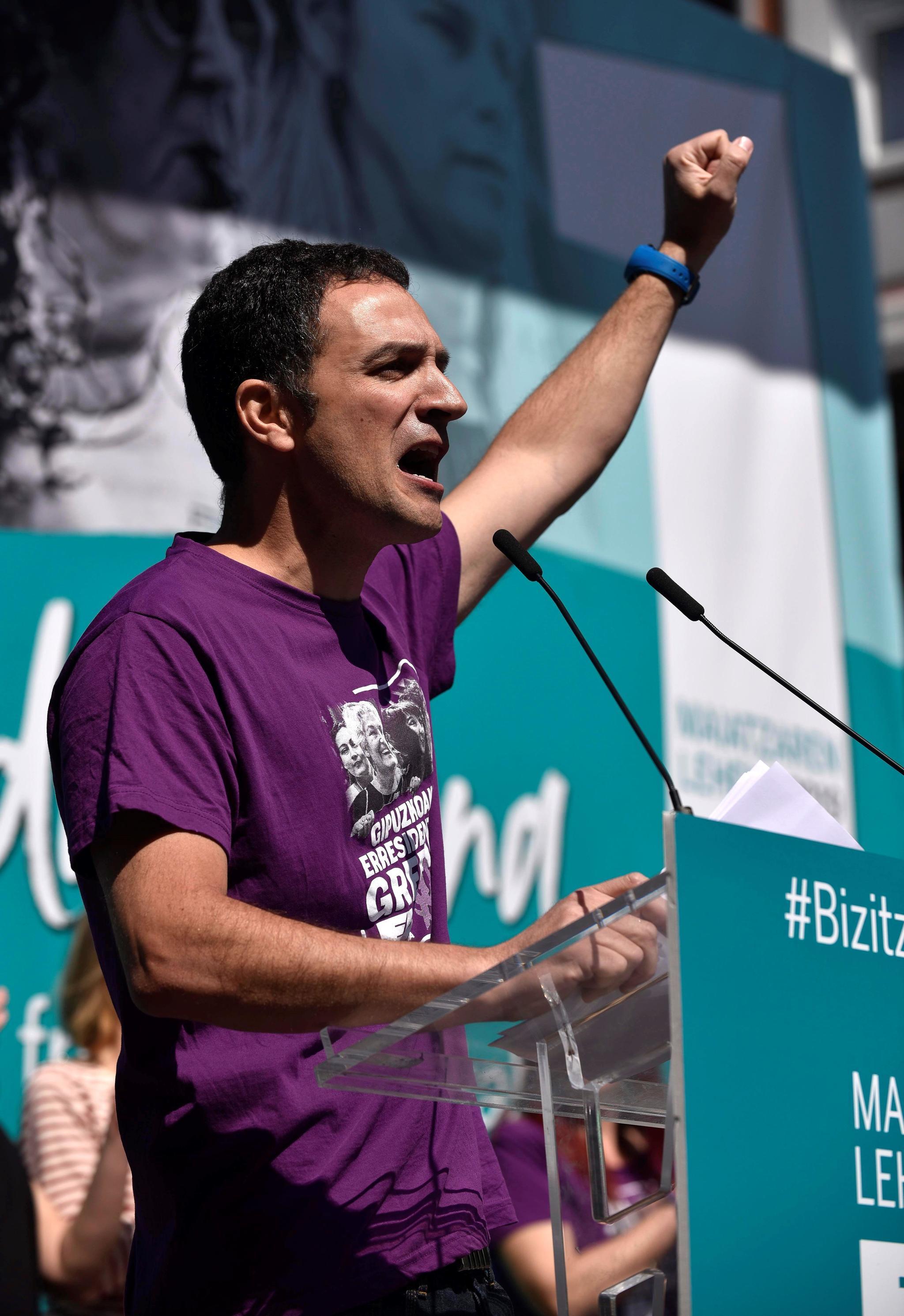 EL nuevo secretario general de ELA Mitxel Lakuntza durante su intervención en Bilbao.