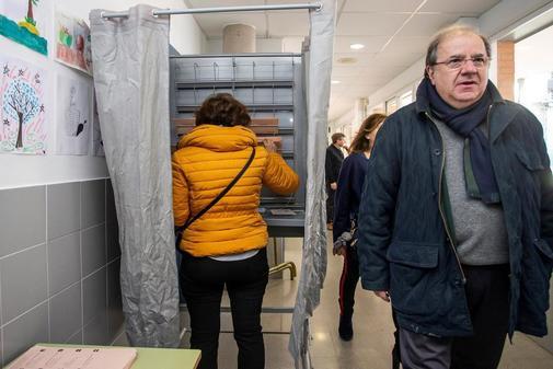 El presidente de Castilla y León, Juan Vicente Herrera, durante la jornada de votación el pasado domingo