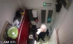 Captura de una de las grabaciones de Julian Assange dentro de la embajada de Ecuador en Londres.