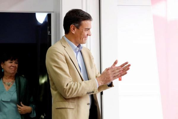El líder del PSOE y presidente del Gobierno en funciones, Pedro...