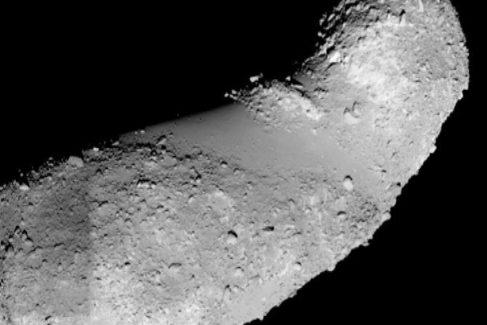 El asteroide Itokawa tiene forma de cacahuete
