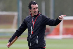 Arsenal's Spanish head coach Unai <HIT>Emery</HIT> attends a training session at Arsenal's Colney training centre in St. Albans on May 1, 2019 on the eve of their Europa League semi-final first leg football match against Valencia. (Photo by Adrian DENNIS / AFP)