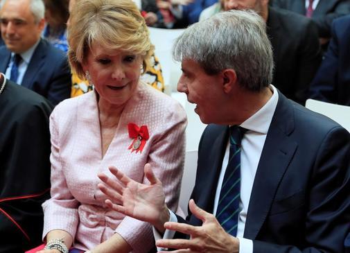 Aguirre charla con Garrido, en Sol.