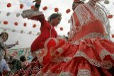 ¡A bailar, a bailar! Alegres sevillanas sonarán estos días en los garitos de Madrid.