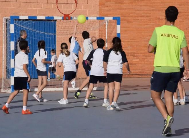 como se juega el balonmano a nivel escolar