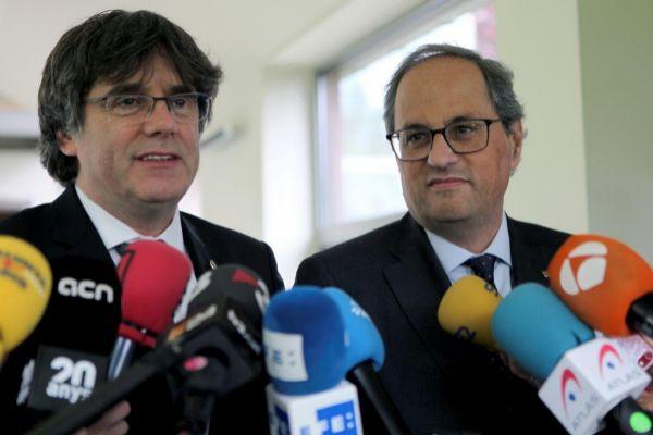 GRAF1945. WATERLOO (BÉLGICA).- El presidente de la Generalitat, Quim Torra (d) y el expresidente catalán Carles <HIT>Puigdemont</HIT> (i) comparecen ante los medios de comunicación tras la reunión que han mantenido esta tarde en Waterloo (Bélgica).
