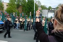 Neonazis desfilan en Plauen, al este de Alemania.