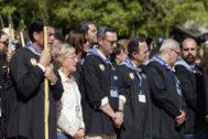 Varios políticos en primera línea de la misa.