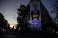 Atardecer en la sede de la calle Génova sin apenas militantes tras el cierre de las urnas.