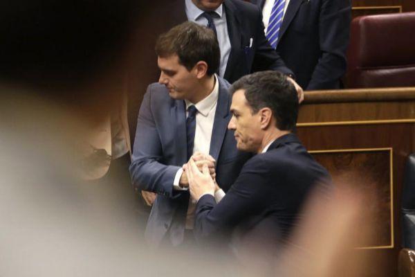 Albert Rivera y Pedro Sánchez, en marzo de 2016, cunado intentaron el Pacto del Abrazo para un Gobierno de coalición.