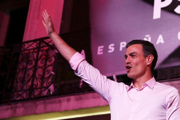 El presidente del Gobierno, Pedro Sánchez, celebra su victoria en las elecciones del pasado domingo.
