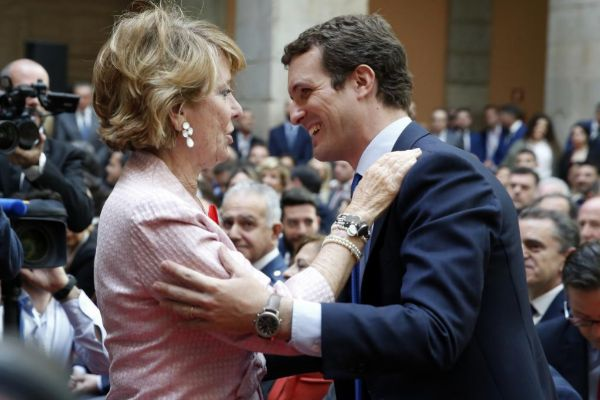 Esperanza Aguirre y Pablo Casado, ayer, durante la festividad del 2 de mayo.