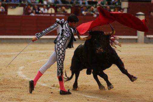Soberbio pase de pecho de Espada al segundo de José Luis Pereda