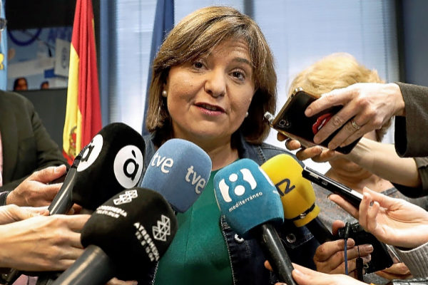 La presidenta del PP valenciano, IsabelBonig, atiende a los medios antes de la celebración de la Junta Directiva.