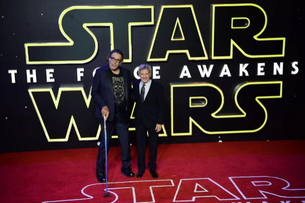 Peter Mayhew y Harrison Ford, en el estreno de El despertar de la fuerza.