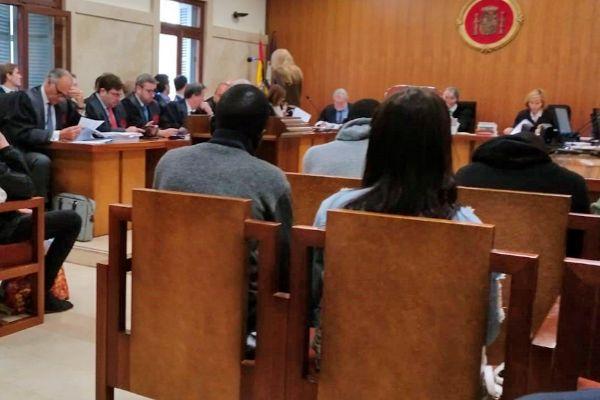 Cuatro de los acusados, en el banquillo, durante el juicio que se celebra en Palma.