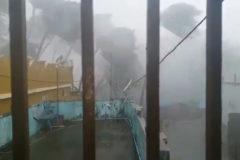 Así suena el ciclón Fani a su paso por la India