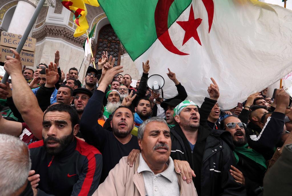 MOH04. ARGEL (<HIT>ARGELIA</HIT>).- Varios argelinos se manifiestan...