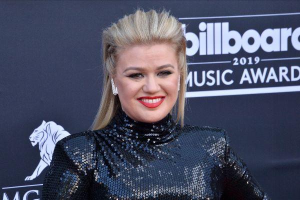 Kelly Clarkson: operada de urgencia tras presentar la gala de los ...