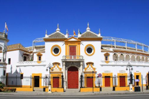 Roca Rey corta las dos orejas a un gran toro de Cuvillo en Sevilla