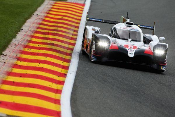 El coche #8 de Alonso, durante la clasificación en Spa.