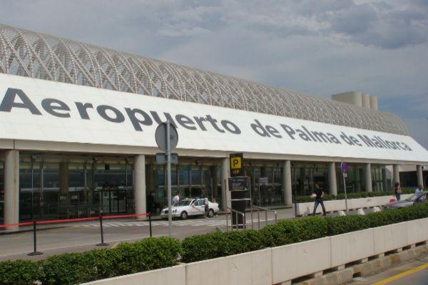 Aeropuerto de Palma, donde la trabajadora fue agredida por un turista alemán.