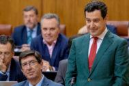 Juanma Moreno y Juan Marín, en el Parlamento andaluz