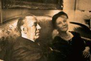Borges y su madre Leonor Acevedo.