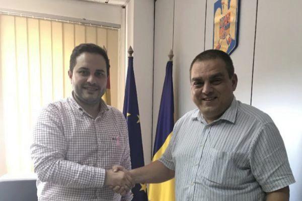 El concejal José Luis López y el cónsul de Rumanía en Castellón.