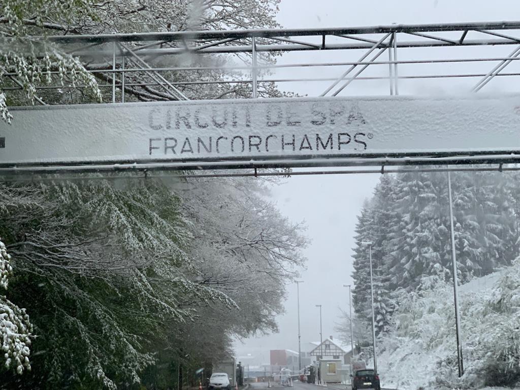 La nieve tomó el circuito de Spa antes de las Seis Horas