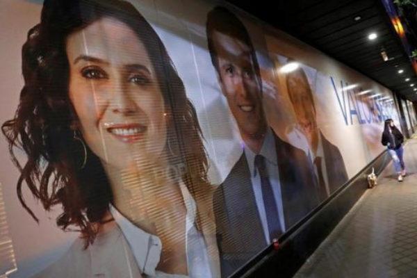 Cartel de los candidatos del PP por Madrid en la sede de Génova.