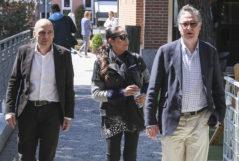 Isabel Pantoja y Fernando Pinilla, a la salida de las reuniones que la tonadillera mantuvo con directivos de Mediaset para cerrar su contrato.