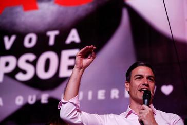Pedro Sánchez, durante su discurso en Ferraz en la noche electoral
