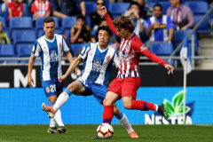 BARCELONA, SPAIN - MAY 04: Antoine Griezmann of Club Atletico de Madrid is challenged by Wu Lei of RCD <HIT>Espanyol</HIT> during the La Liga match between RCD <HIT>Espanyol</HIT> and Club Atletico de Madrid at RCDE Stadium on May 04, 2019 in Barcelona, Spain. (Photo by Alex Caparros/Getty Images)