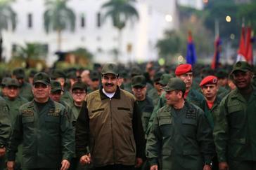 Nicolás Maduro, junto a miembros de la cúpula militar en Caracas.