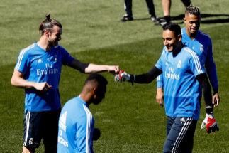 GRAF2814. <HIT>MADRID</HIT>.- El delantero galés del <HIT>Real</HIT> <HIT>Madrid</HIT> Gareth Bale (i) y el portero costarricense Keylor Navas (d), durante el entrenamiento realizado este sábado en la Ciudad Deportiva de Valdebebas en la víspera del partido de la trigésima sexta jornada de liga que disputa ante el Villarreal mañana en el estadio Santiago Bernabéu.