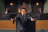 Volodimir Zelensky (41 años) a punto de acribillar parlamentarios en la ficción. Ahora será presidente en la realidad.