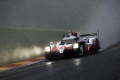Alonso puede con la lluvia, el granizo y la nieve en Spa