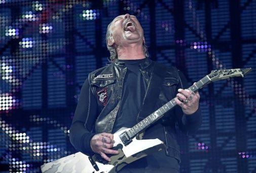 AQUELLOS VIEJOS ROCKEROS. Un año después de su anterior visita, Metallica descargó tormenta sónica en Madrid y Barcelona. James Hetfield a veces parece pedir perdón por haber envejecido y convertir la rabia juvenil en una cadena de montaje de 'shows' bien calculados. Pero la banda suena y da la tralla de siempre, aderezada con la añoranza de su melena de los que hoy acuden a verlos calvos.