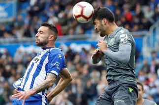 La Real vence en Vitoria y redobla la presión al Athletic